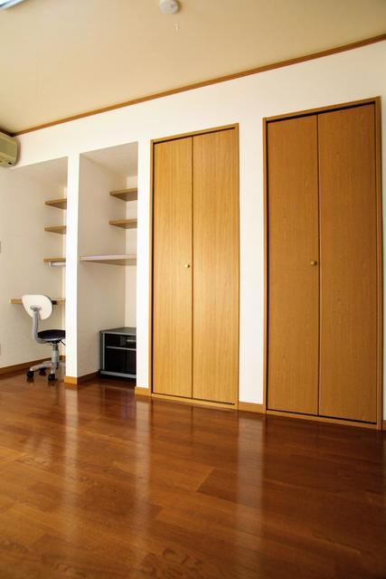 ネット無料×洋室7畳 コーポブランチ2階 冷蔵庫・食器棚付 45,000円