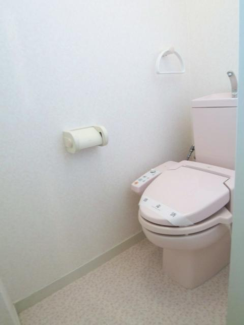 バストイレ別室。温水洗浄便座