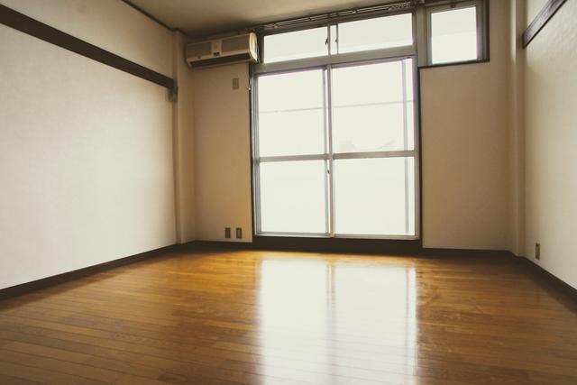 大学まで徒歩圏内の洋室8帖 重量鉄骨造 コーポ五輪小路 30,000円 バストイレ同室