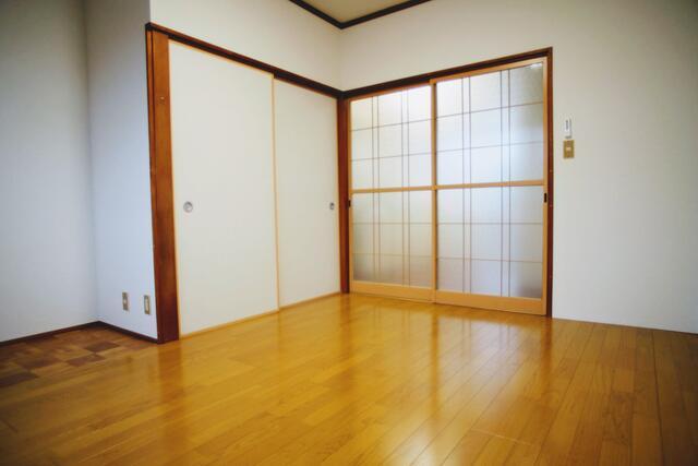 洋室7帖(居間)